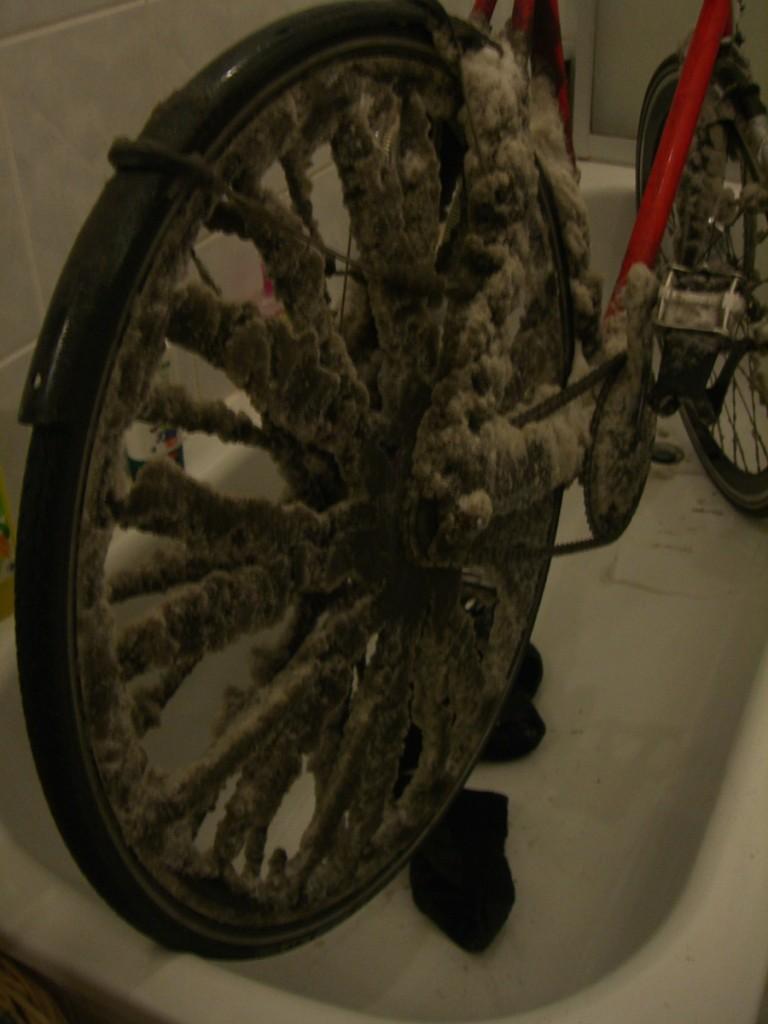 fahrradfahren im winter fahrwerk kurierkollektiv. Black Bedroom Furniture Sets. Home Design Ideas